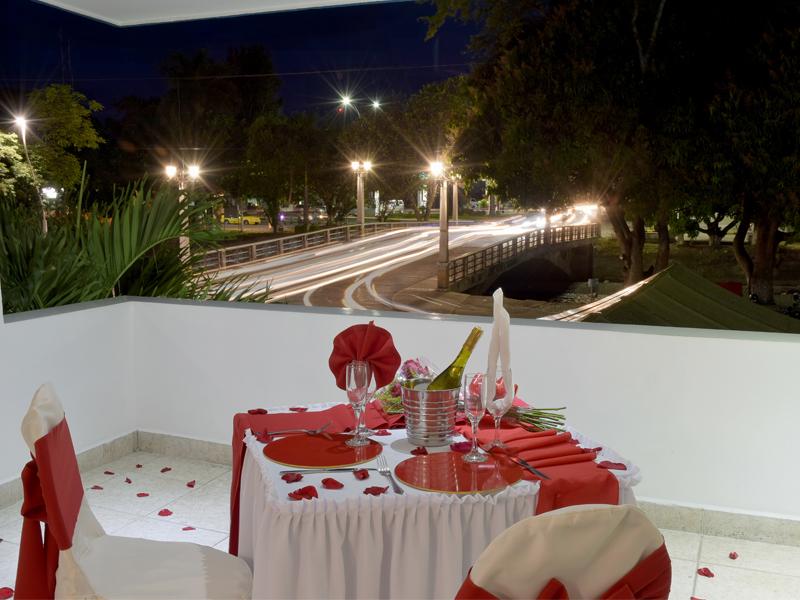 Hotel juan mar a cena rom ntica hotel juan mar a for Decoracion noche romantica